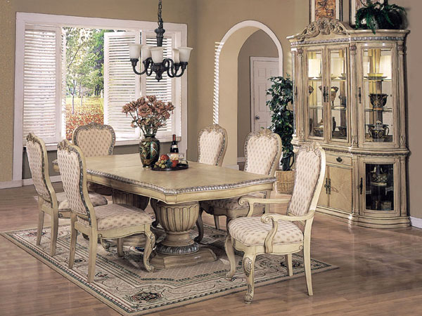 Vintage pearl the inspiration the vintage dining room for Formal dining room table decorating ideas