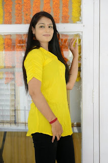 Sonali Latest Pictures at (KKMK) Katrina Kareena Madhyalo Kamal Haasan Movie Launch  0017
