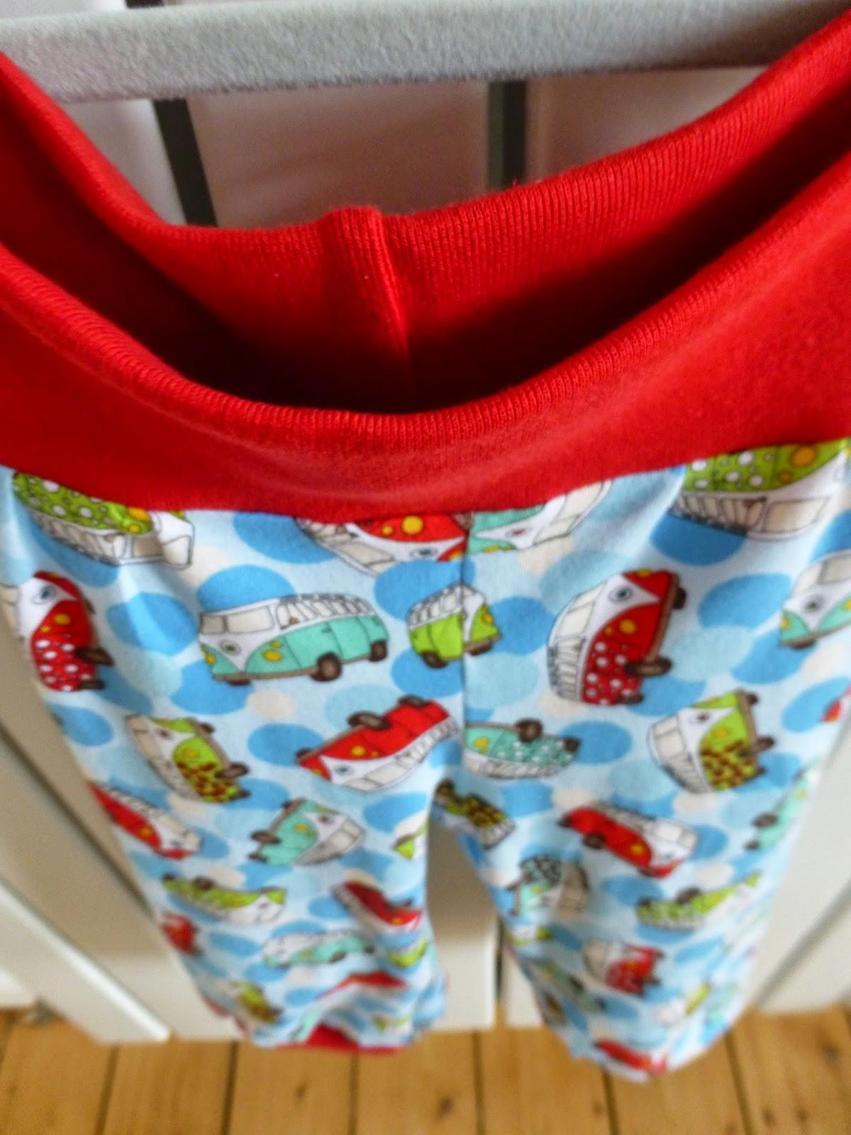Stoff Jersey Bündchen Hose vw Bus rot bunt blau grün klimperklein nähen kinderkleidung nahtaktiv