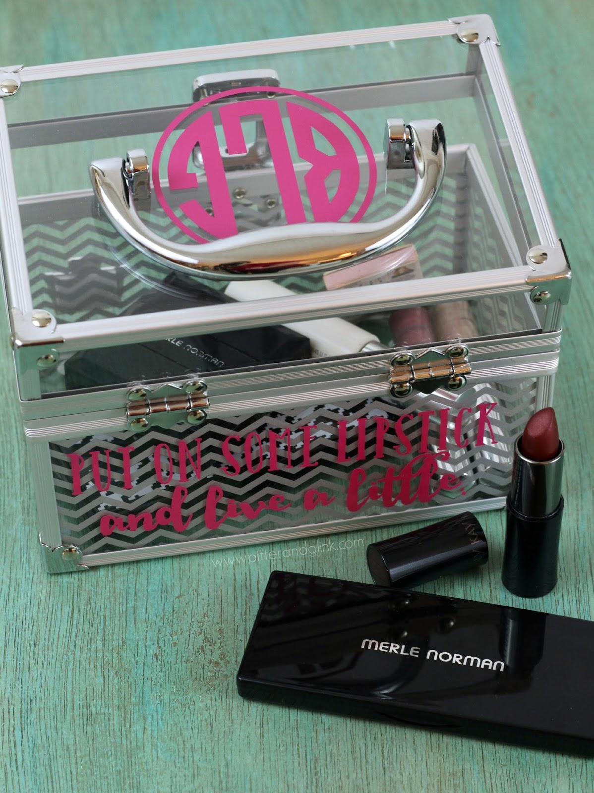 Organize your makeup with style in this monogrammed makeup case.  www.pitterandglink.com