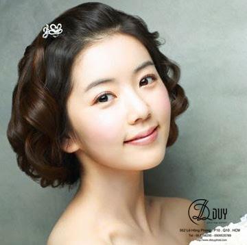 tạo kiểu cho cô dâu tóc ngắn phong cách đơn giản