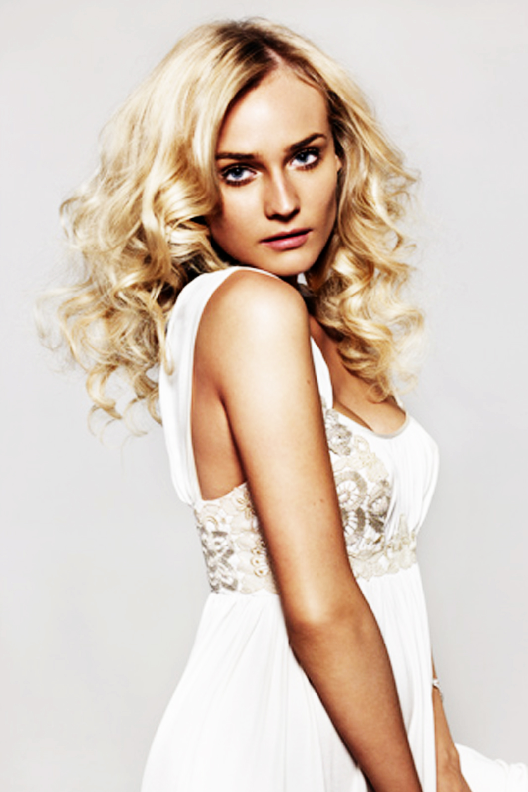 http://3.bp.blogspot.com/-YThT6-Ft9s0/UAbQ6Jh07nI/AAAAAAAAB_0/iM6tO9jlKlw/s1600/Diane-Kruger-Latest-Pictures-3.jpg