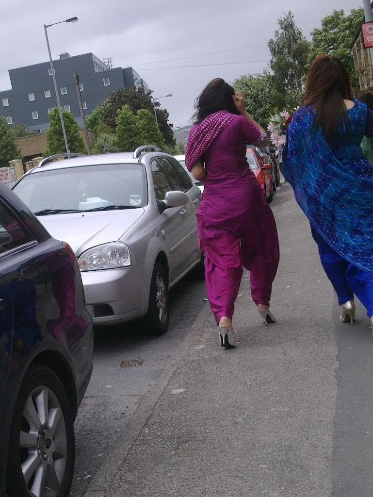 indian women walking home