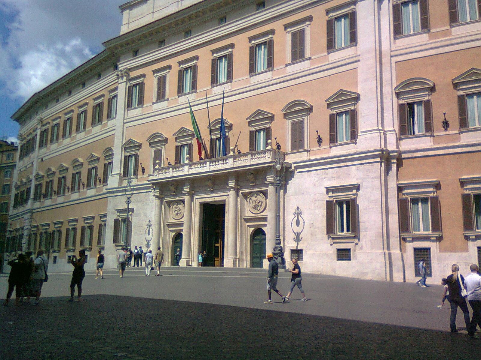 In bici per roma evviva e 39 nato un gruppo for Dove si riunisce il parlamento italiano