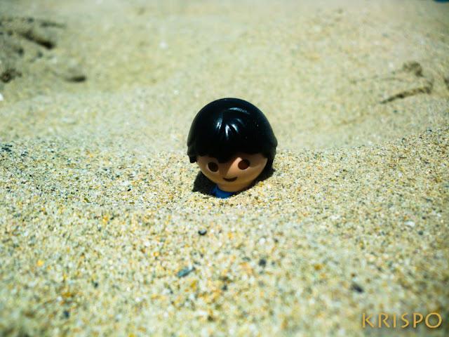 click enterrado hasta la cabeza en la playa