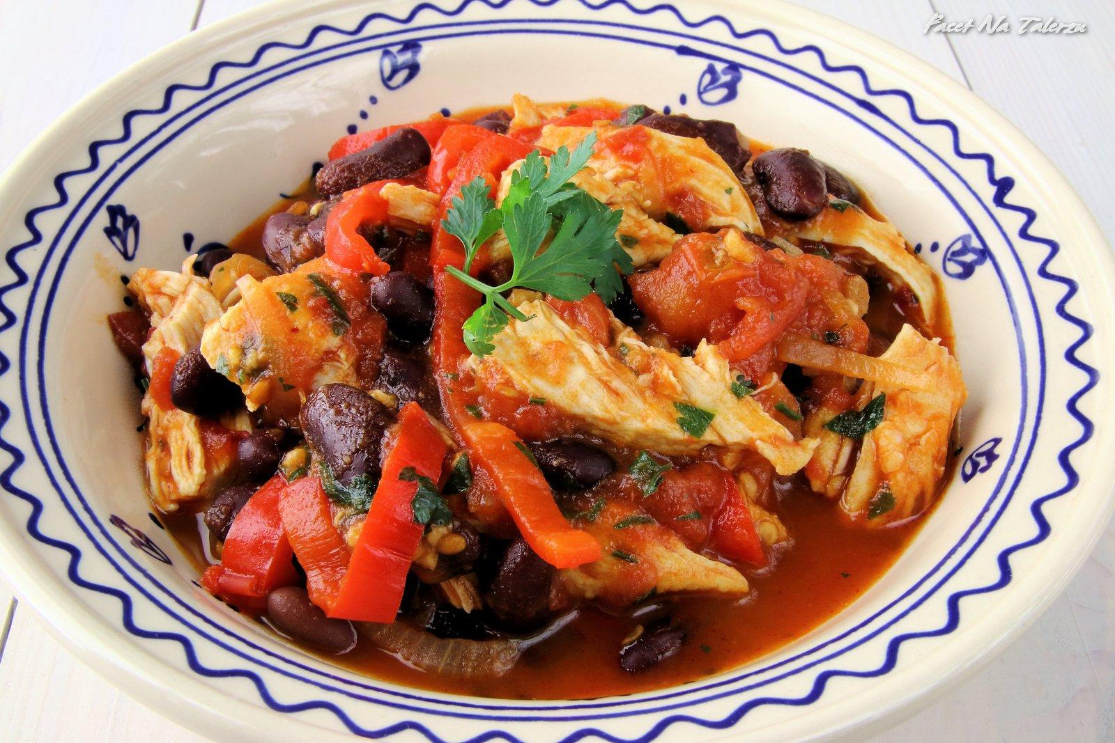 Meksykańska potrawka z kurczakiem, quinoa i fasolą