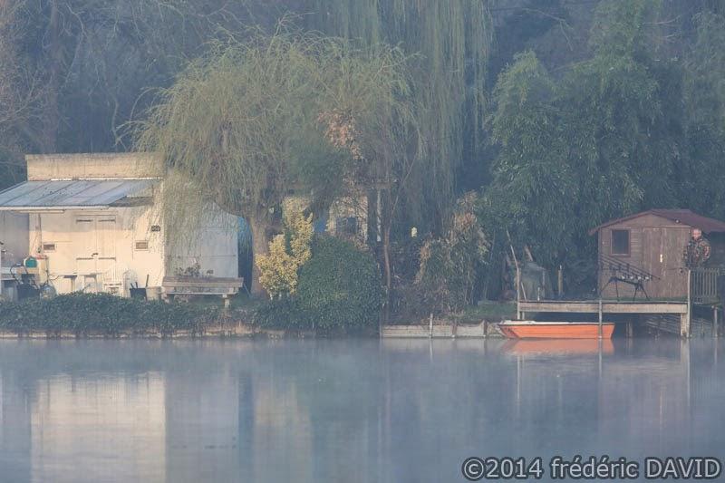 matin lac brume pêcheur camouflage étang Vert-le-Petit Essonne