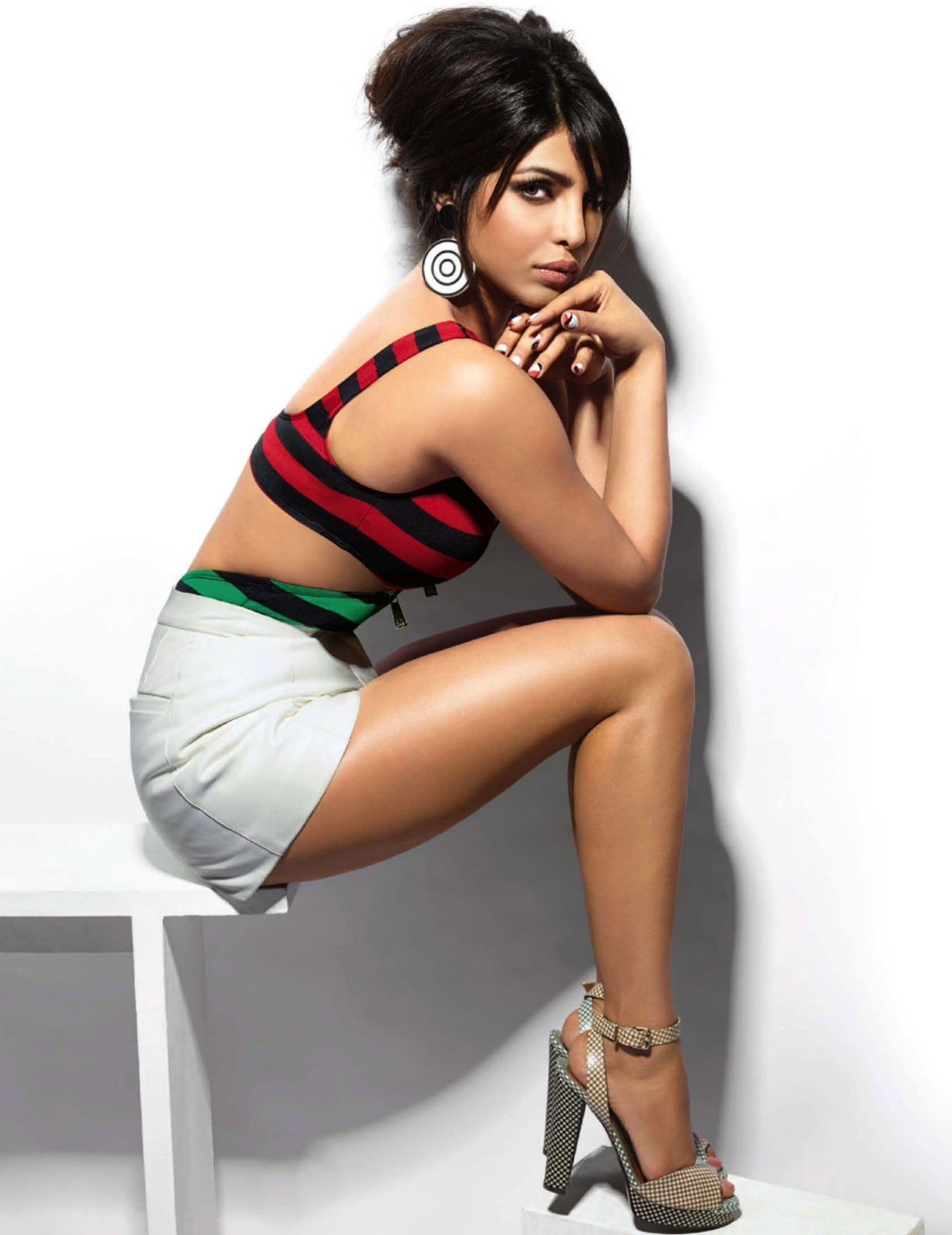 Priyanka Chopra Gallery Bollywood Actress Gallery stills  - priyanka chopra indian actress wallpapers