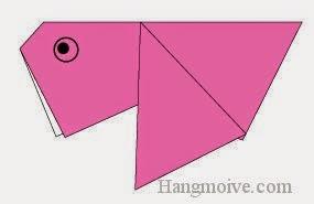Bước 7: Vẽ mắt để hoàn thành cách xếp con cá vàng bằng giấy origami đơn giản.