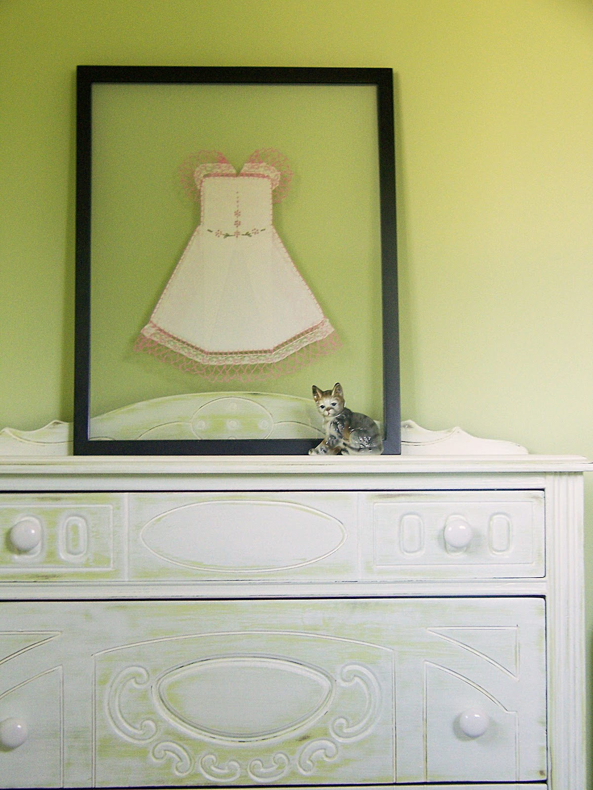 The Hanky Dress Lady: Display a Hanky Dress in a See-Through Frame