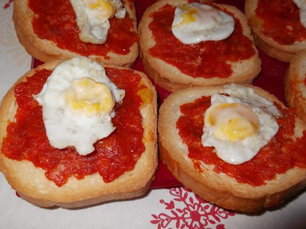 Tostas de Sobrasada Miel y Huevos de codorniz