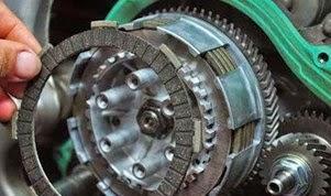 Mari Belajar Brosis Ganti Kampas Kopling Motor Sendiri, Beriktu Tata Caranya!