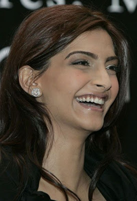 Sonam Kapoor Wallpaper in Players Movie