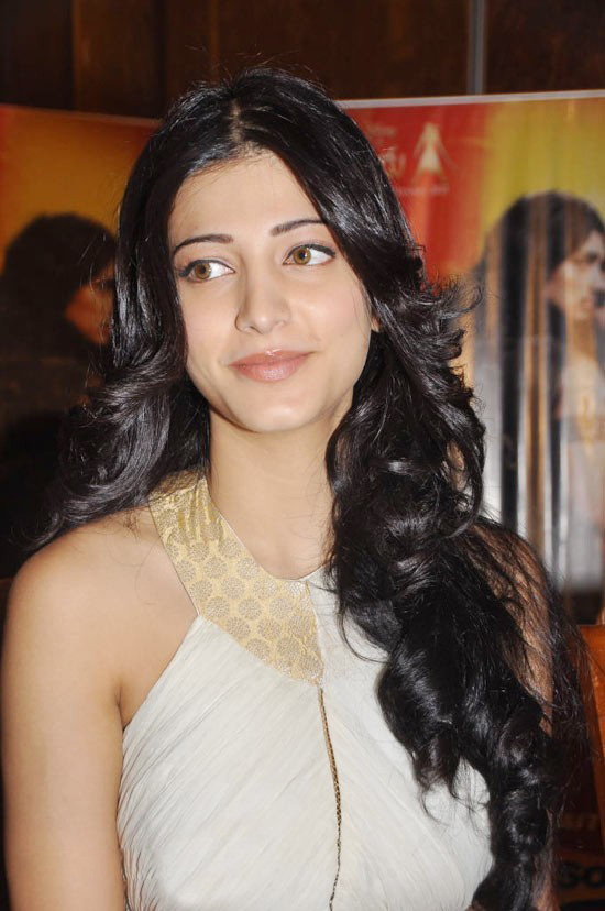 Shruti Hassan - Shruti Hassan at an event in white Dress