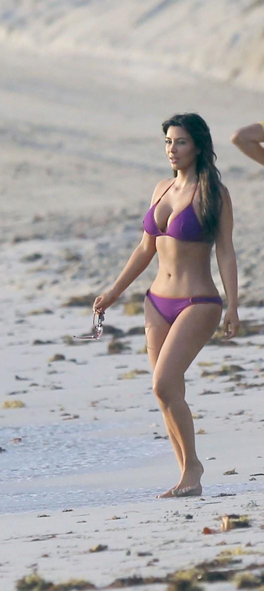 kim kardashian de biquini na praia gatas sexy celebridades gostosas eu adoro morar na internet