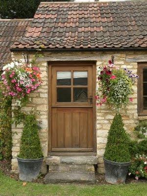 Il giardino sfumato fiori da appendere for Esterno di mattoni di campagna francese