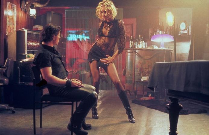 Femme Fatale 2002 Laure seducing Bardo  movieloversreviews.blogspot.com