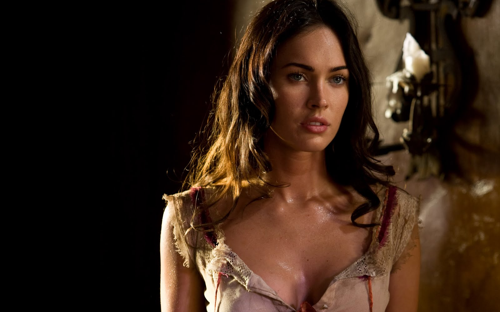 http://3.bp.blogspot.com/-YVS_mL-I5NM/TbBip5puSqI/AAAAAAAAAYM/EEf5fVQJUEA/s1600/megan_fox_in_jonah_hex-wide.jpg