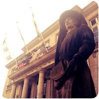 Statue-Henri le navigateur-Place du commerce-Nantes