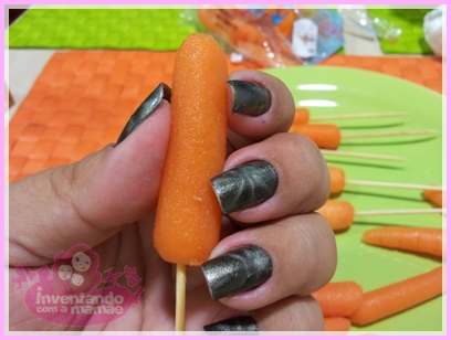 Cenouras com cobertura de chocolate para a Páscoa.