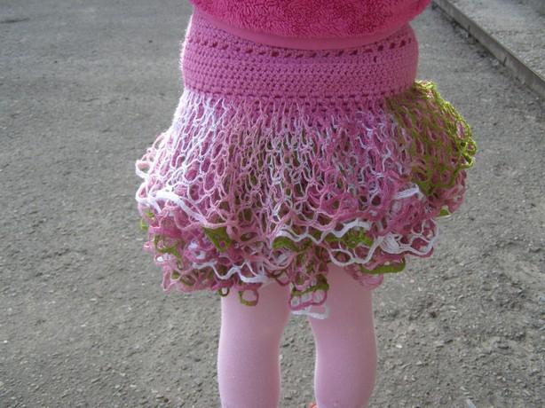 вязание детской юбки ленточной пряжей: