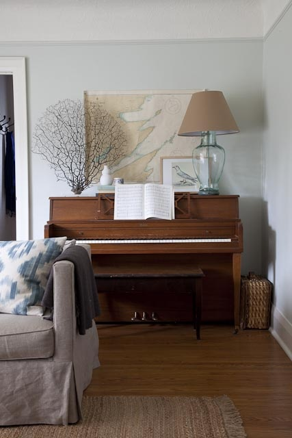 Heir and space decorating with pianos and guitars for How to place a piano in a room