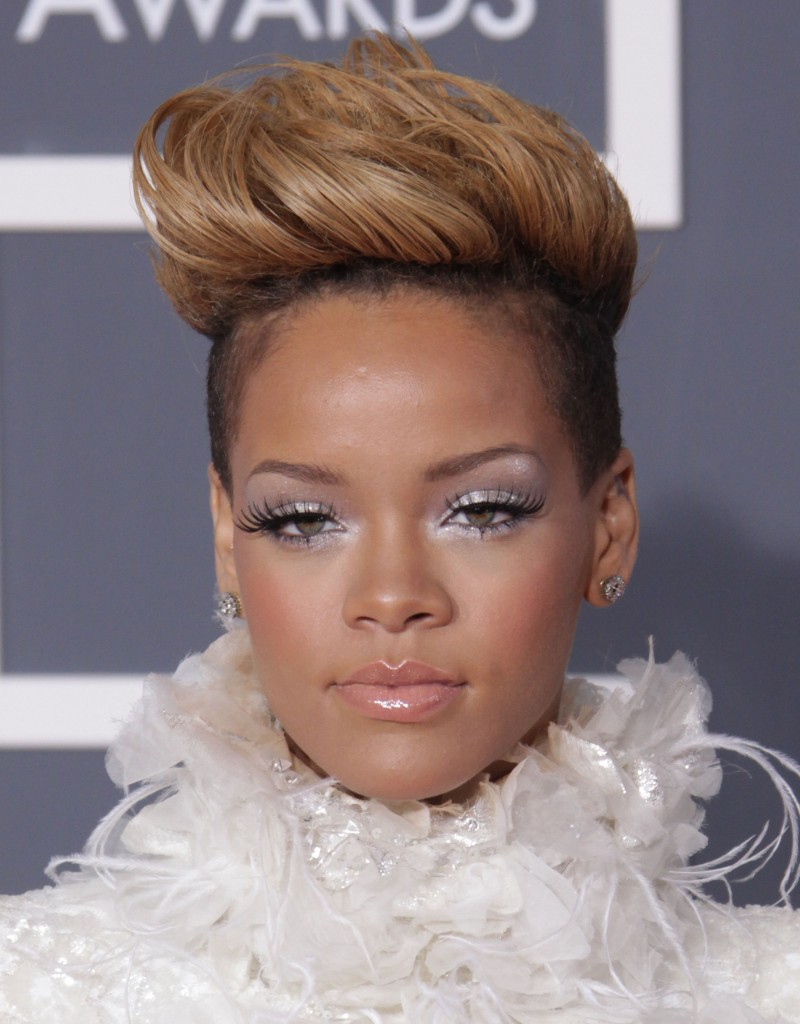 Celebrity Rihanna Short Hairstyle Pictures Global Hairstyles