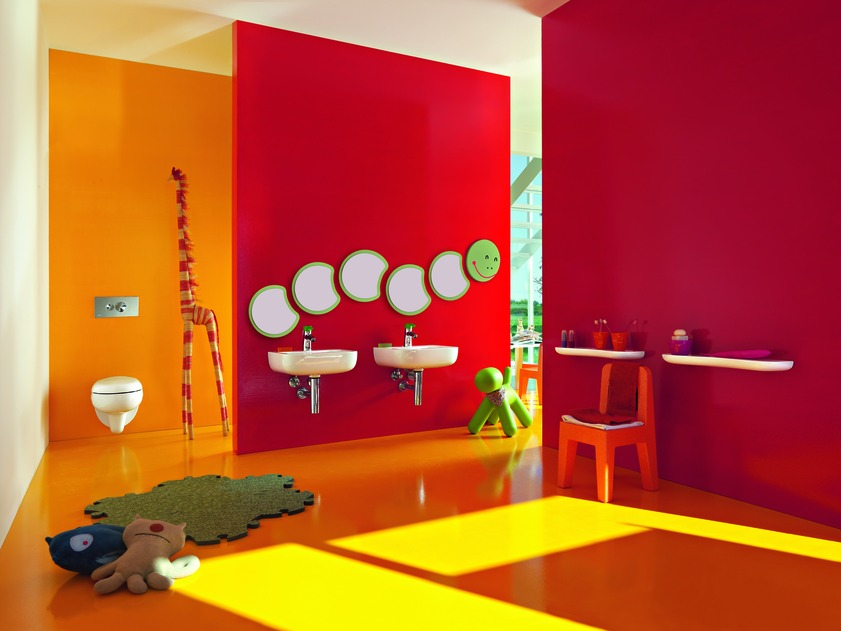 kids bathroom designs with colorful wallpaper and white floo