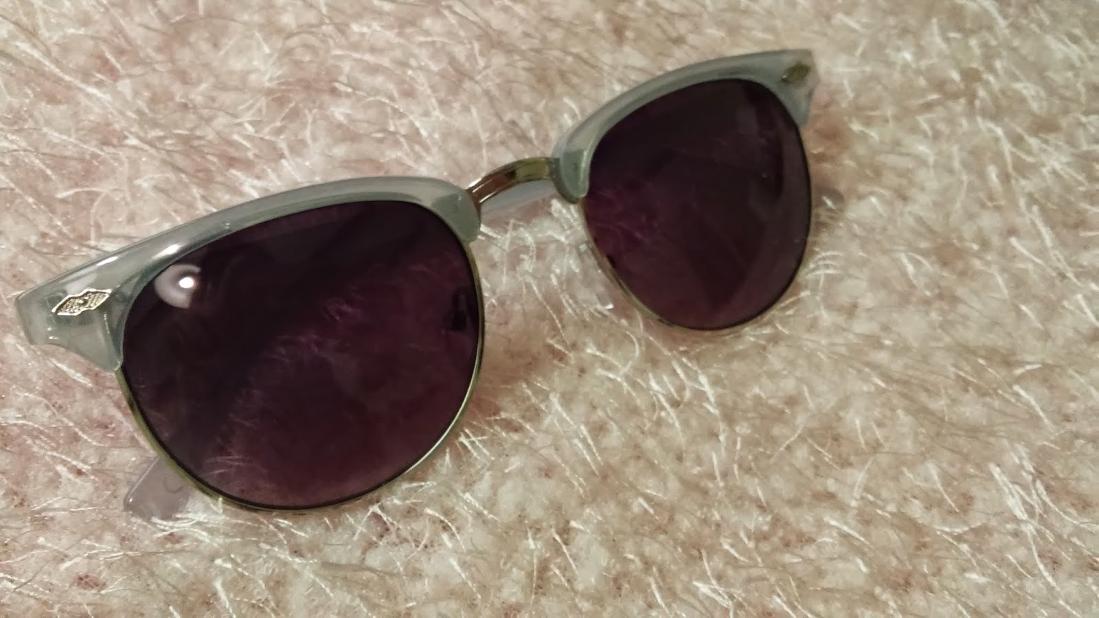 http://www.newlook.com/shop/womens/accessories/light-blue-tortoiseshell-half-frame-retro-sunglasses-_330868940