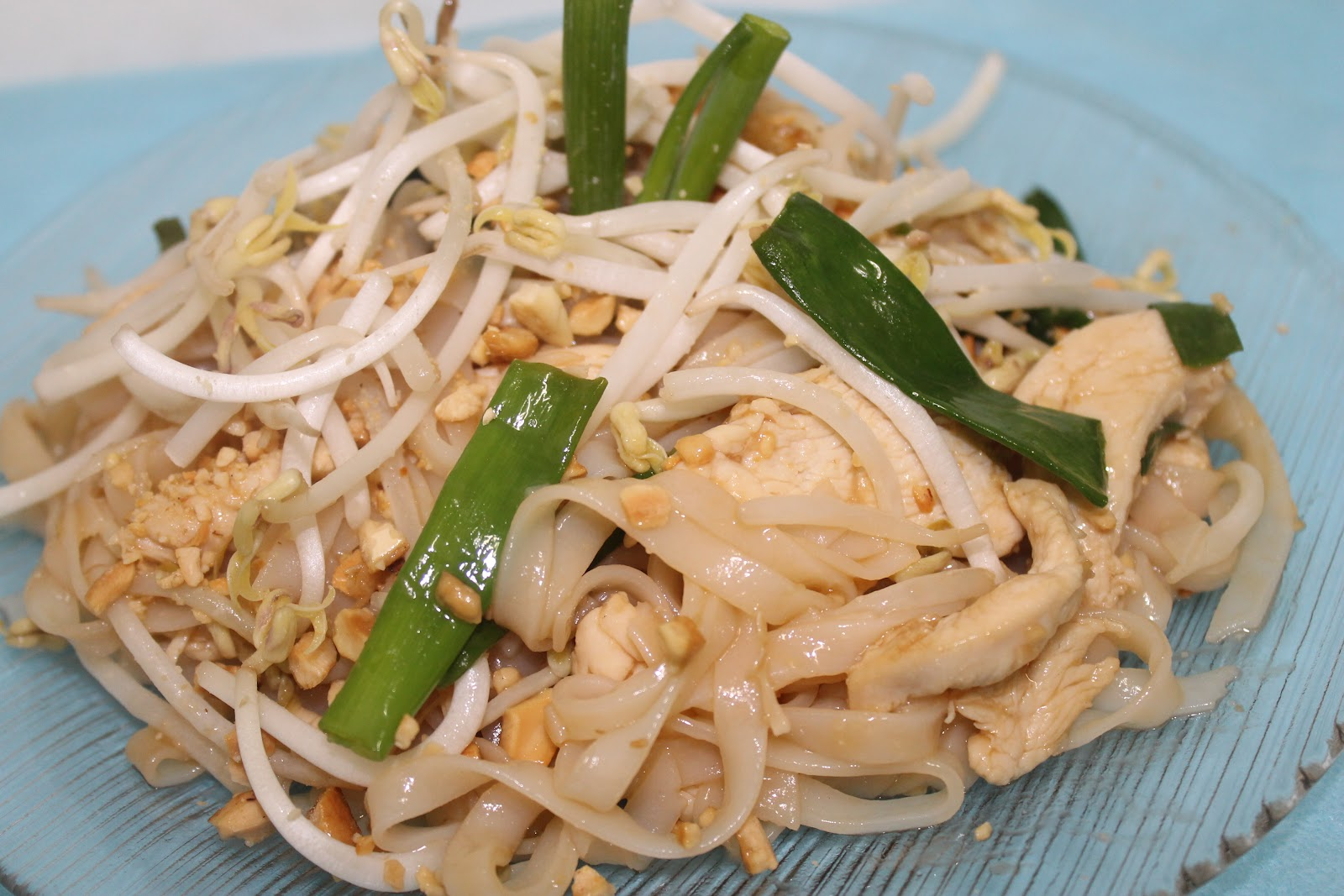 Simple Chicken Pad Thai - Mely's kitchen