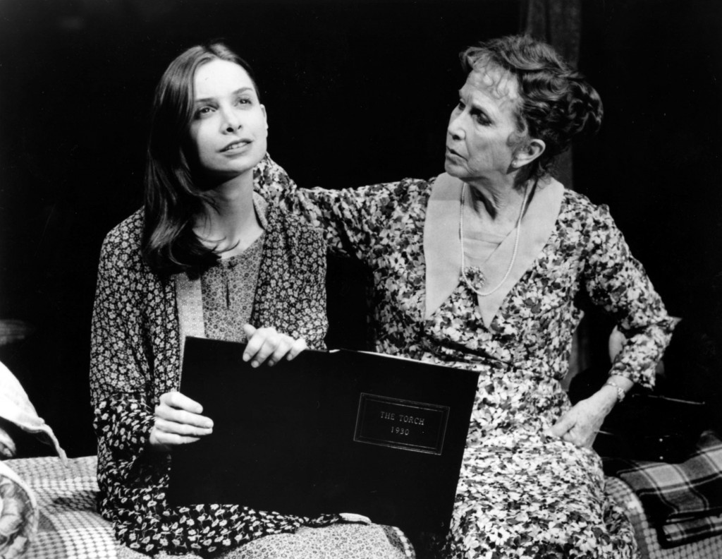 http://3.bp.blogspot.com/-YWUvGuRFmj8/TmEZxgJJu2I/AAAAAAAAE40/U1m_vQfz75M/s1600/Calista_Flockhart_and_Julie_Harris_The_Glass_Menagerie_1994_C_Rosegg-1024x792.jpg