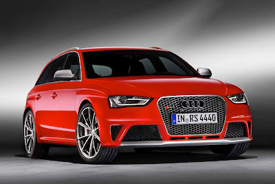 2013 Audi RS4 Avant Front Angle