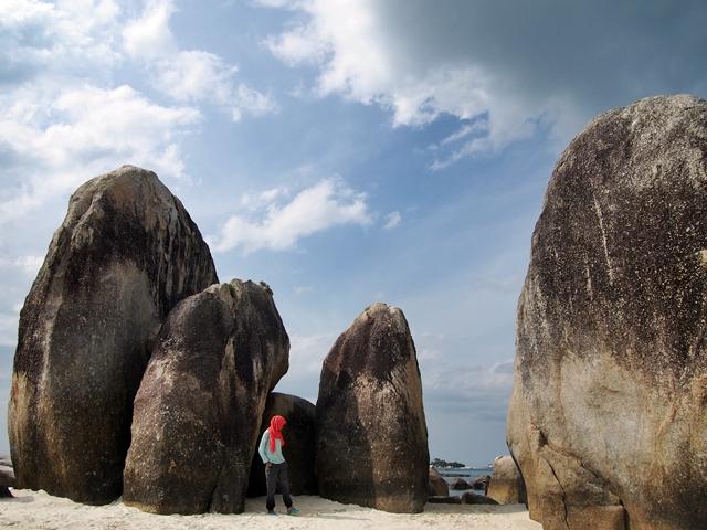 http://www.putrinyanormal.com/2015/09/serunya-island-hopping-di-belitung.html