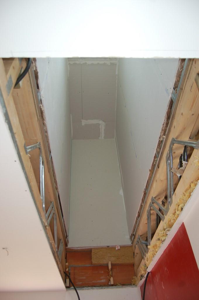 Agrandissement d 39 une maison par le haut 44 me jour for Ouverture tremie pour escalier