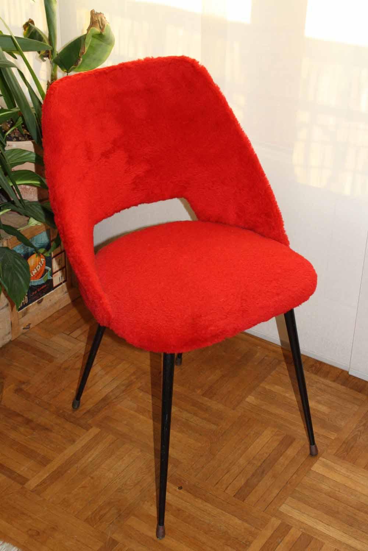 je chine pas en chine chaise moumoute rouge. Black Bedroom Furniture Sets. Home Design Ideas