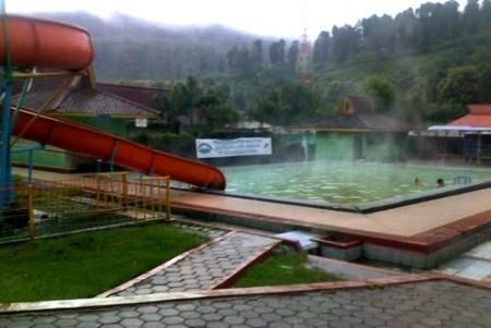 kolam renang air panas walini