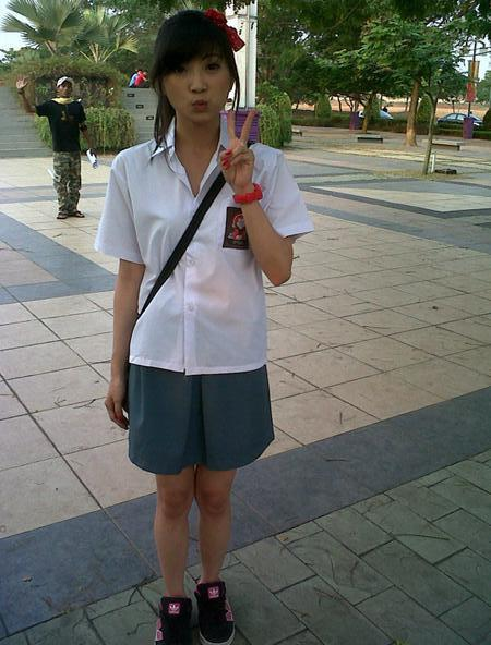 Foto Wenda Chibi Menggunakan Seragam SMA