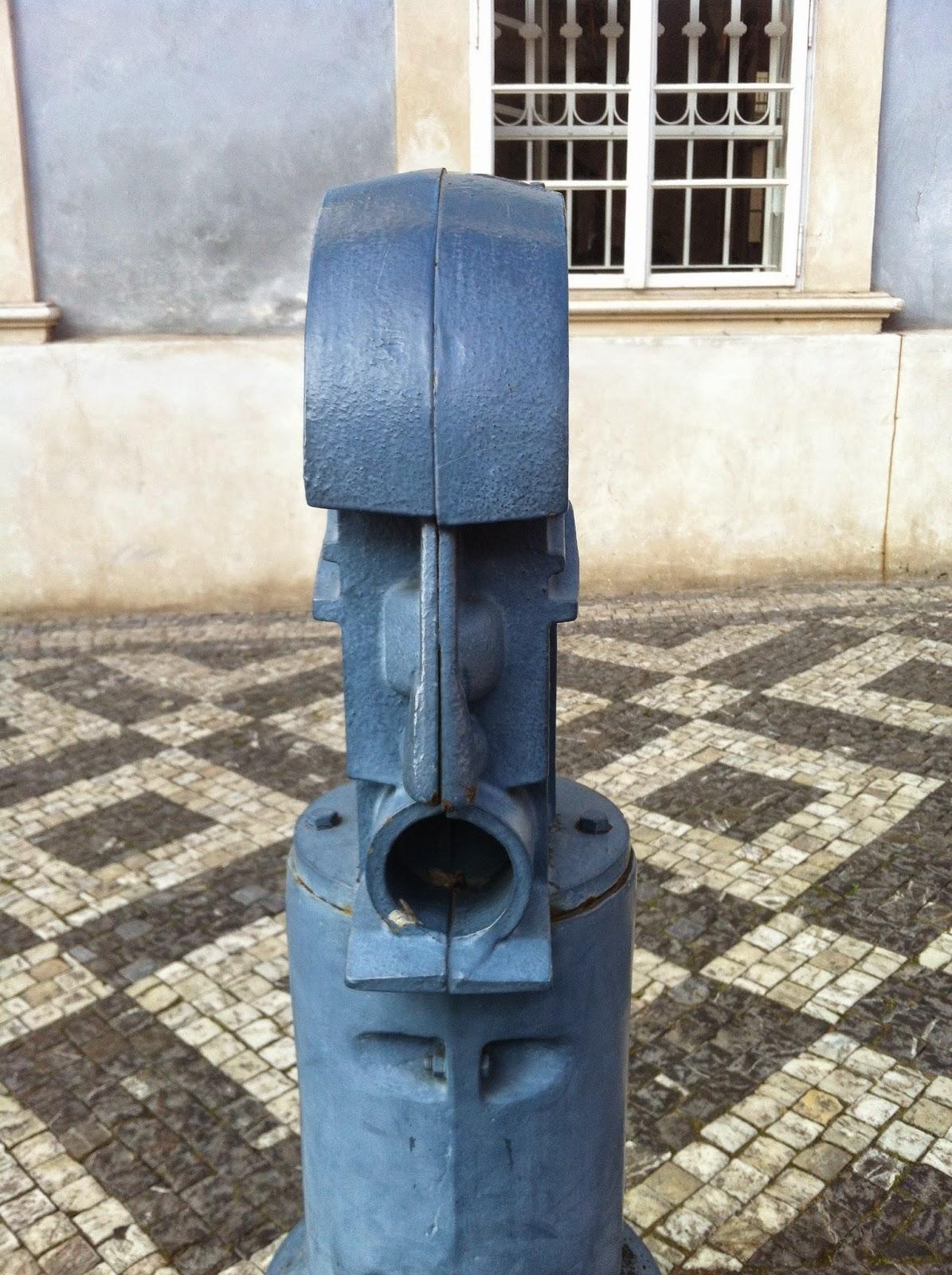 No driving sculptures in Prague