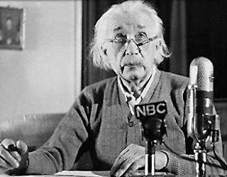 Mengungkap Agama Albert Einstein yang Sebenarnya