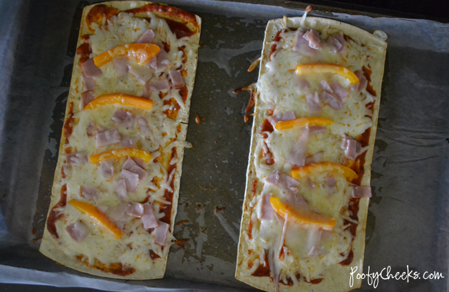 Easy Flatbread Pizza Sandwich Recipe - A quick lunch or easy dinner idea
