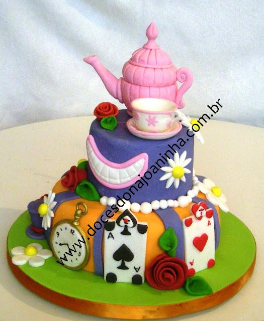 bolo decorado alice chapeleiro louco