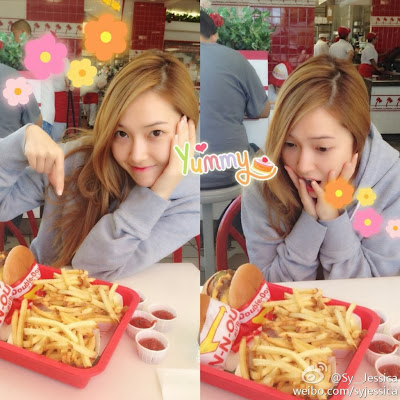 Girls' Generation's Jessica shows her love for snacks