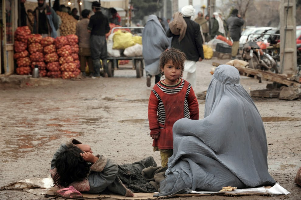 Afghan families living in extreme poverty