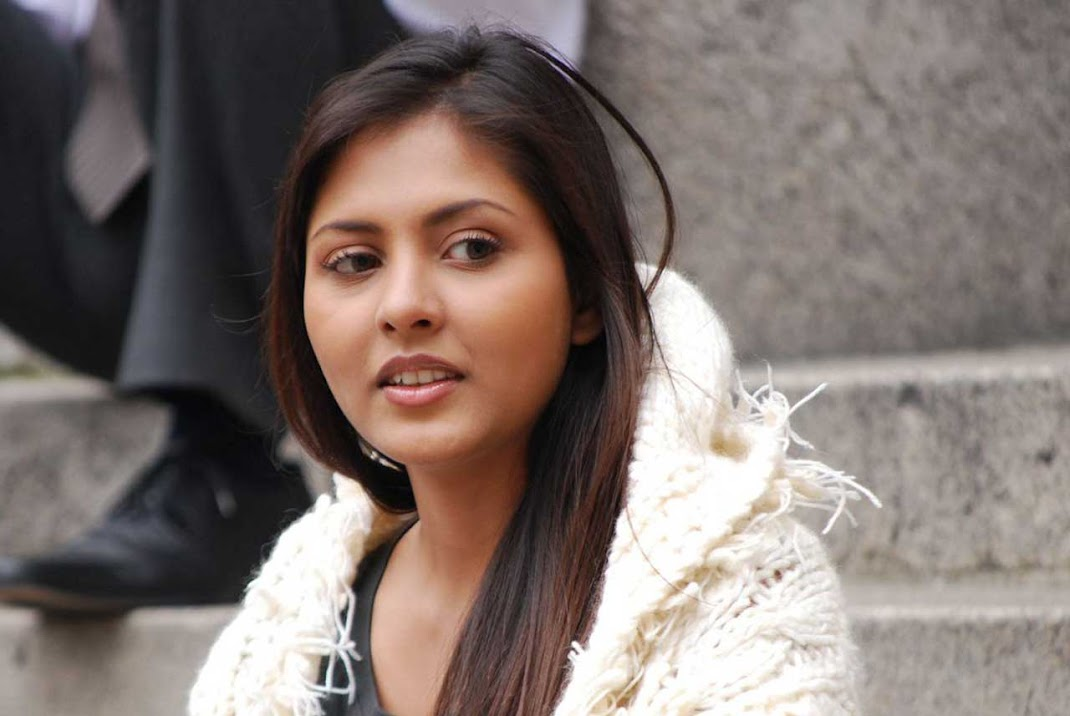 Madhu Shalini New Hot Cute Pics