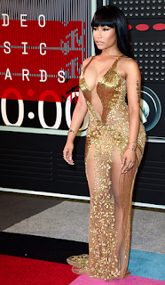 nicki minaj vmas gold dress 2015