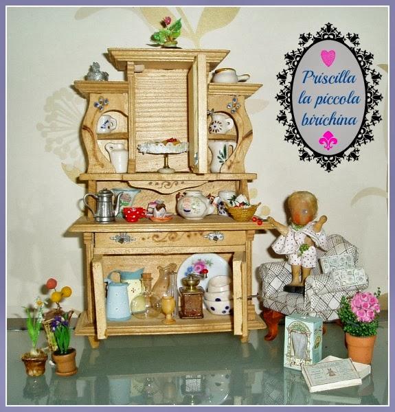 mobili antichi per casa delle bambole