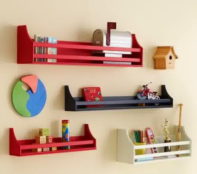 lemari buku sebagai hiasan dinding rumah minimalis