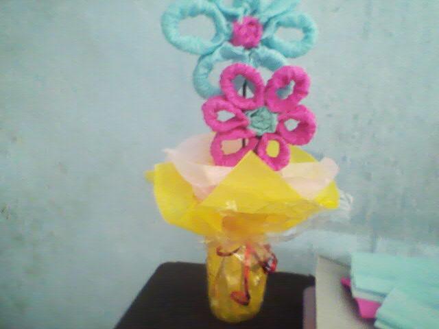 Manualidades para hacer en casa flores con papel crepe for Manualidades con papel crepe