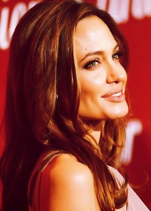 Angolina Jolie se opera para prevenir el cáncer.