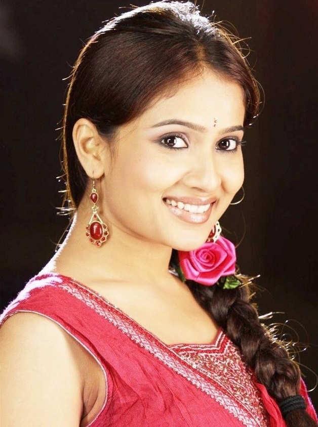 dipasha smiling beauty � south indian actress